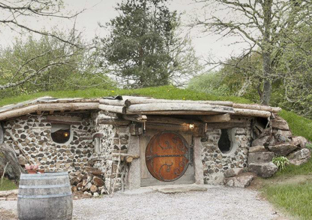 un village fantastique inspir de tolkien en bourgogne. Black Bedroom Furniture Sets. Home Design Ideas