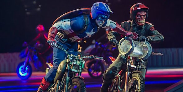 Cascades Marvel Universe Live Spectacle Show Accorhotels Arena Bercy Comics Cinema Paris